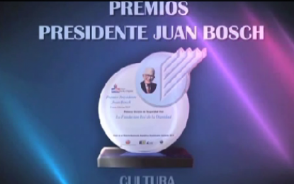 Entrega de Galardón Presidente Juan Bosch a Jimmy Sierra. FundaReD